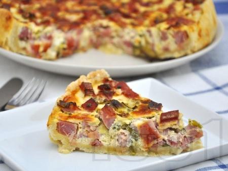 Пирог с праз лук, шунка и яйца - снимка на рецептата